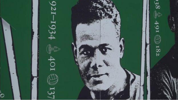 كرم نادي بليموث أرغيل ليزلي بوضع صورة جدارية زيتية له