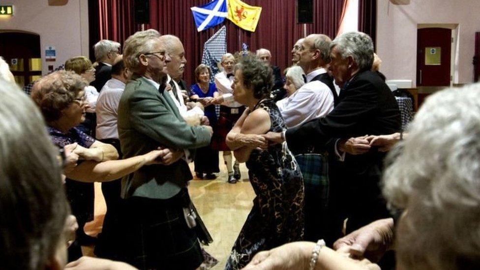 رقصة اسكتلندية في يوم القديس أندرو