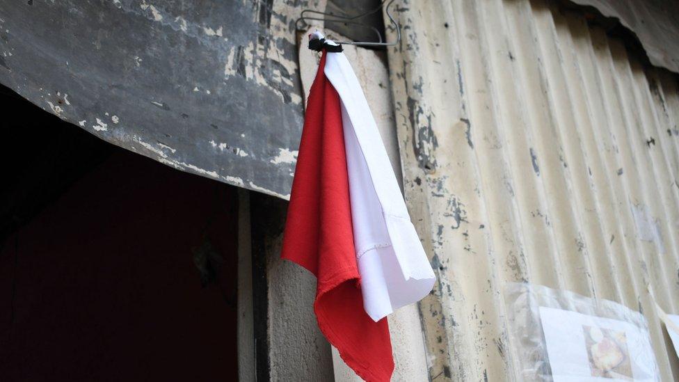 Kırmızı ve beyaz bayraklar