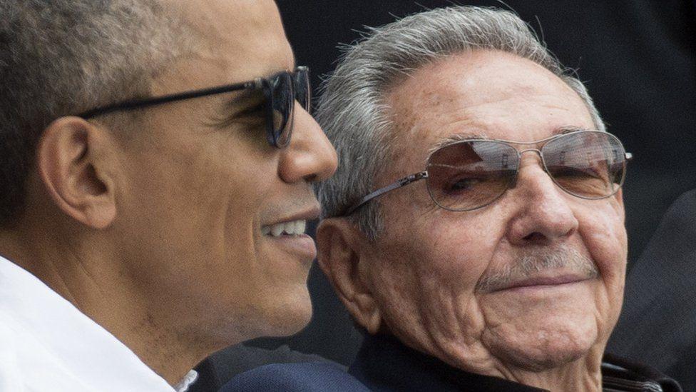 راؤول كاسترو مع الرئيس الأمريكي السابق باراك أوباما في 2016