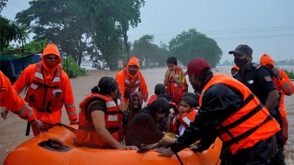 Смертносные наводнения в Индии: спасатели ищут выживших