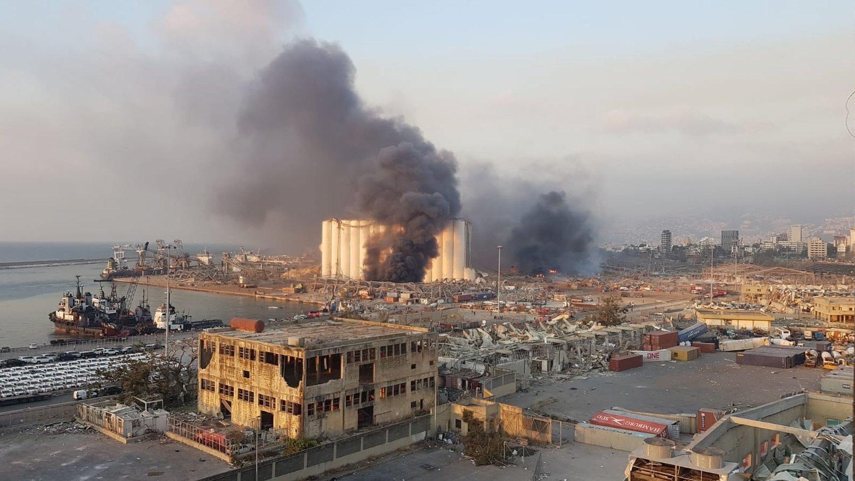 Мощный взрыв в Бейруте: власти заявили, что виновата селитра