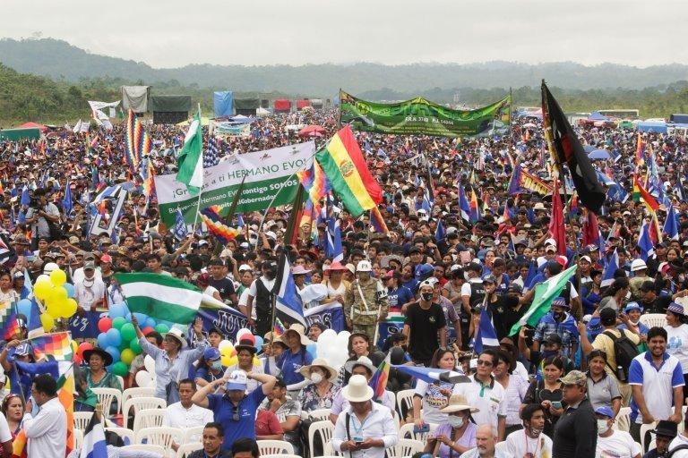 podržavaoci eva moralesa okupili su se da ga dočekaju 11. novembra