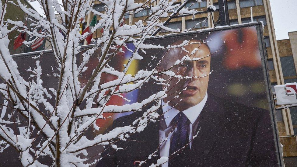 Bilbord sa likom Ramuša Haradinaja
