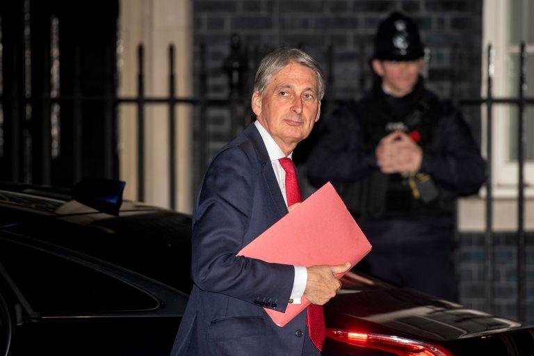 İngiltere Maliyet Bakanı Philip Hammond da Salı gecesi başbakanlık konutuna gelen isimlerdendi