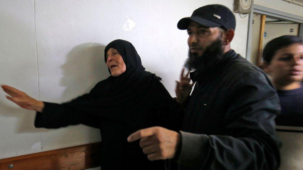 Majka komandanta Nura Barakea u mrtvačnici.