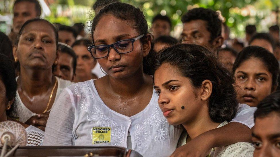Теракт на Шри-Ланке: первые похороны погибших