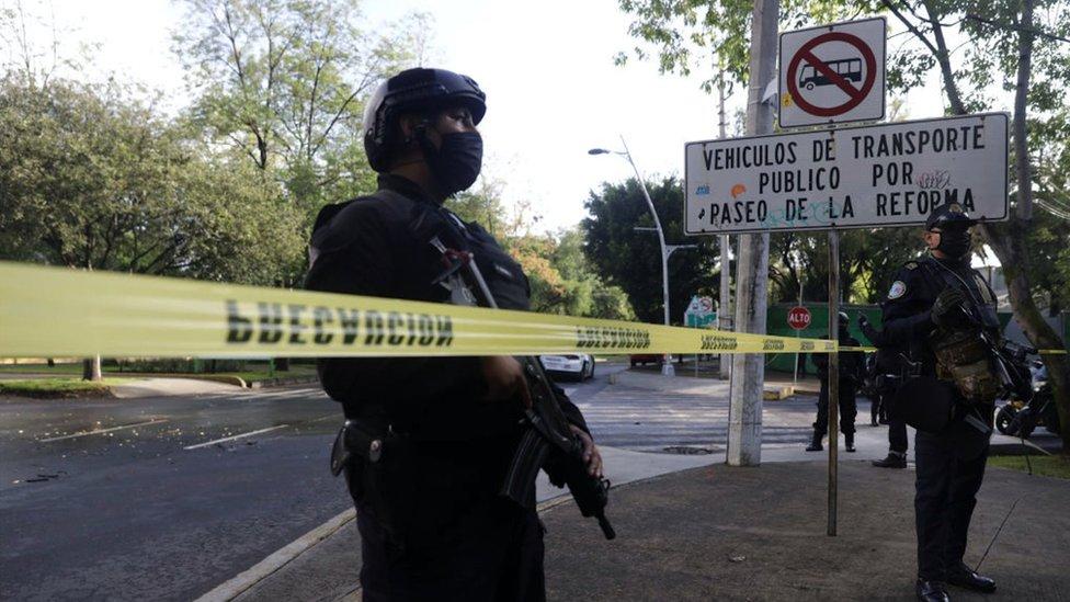 Policias en paseo de la Reforma de CDMX