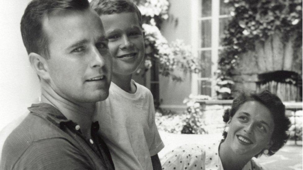 George W. Bush, George Bush y Barbara Bush