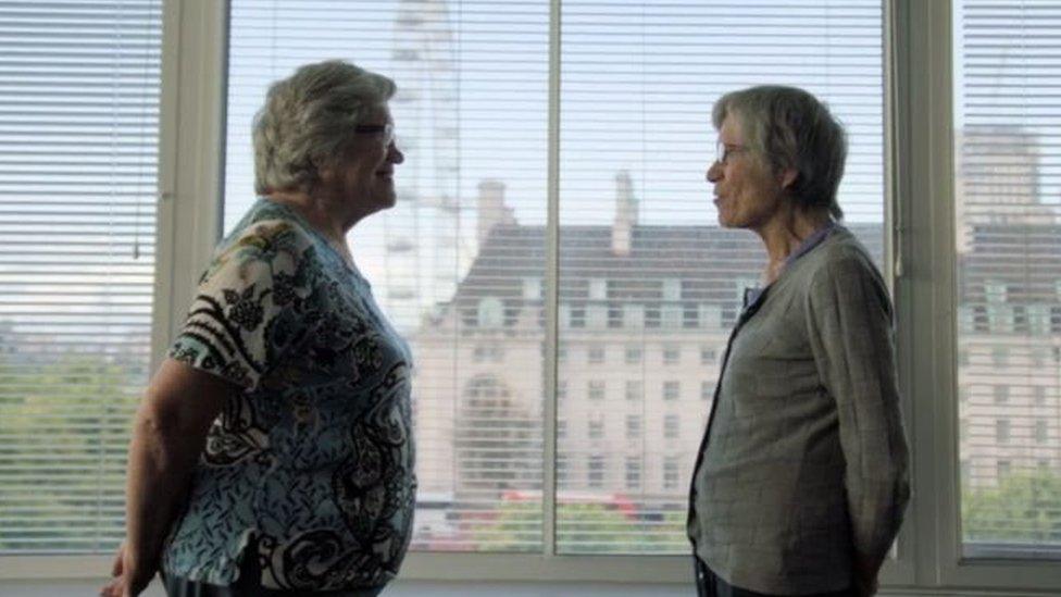 Jackie (izquierda) y Gillian (derecha)