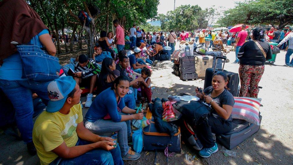 Migrantes venezolanos después de entrar a Colombia.