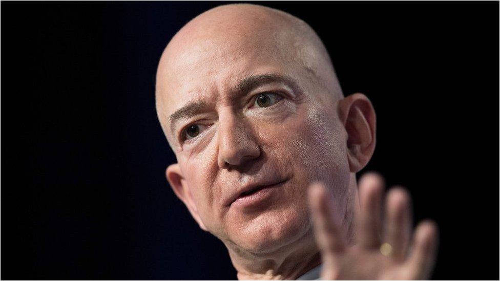 """الموقع يزعم أن بيزوس مؤسس شركة """"أمازون"""" لم يدفع أي ضرائب في عامي 2007 و2011"""