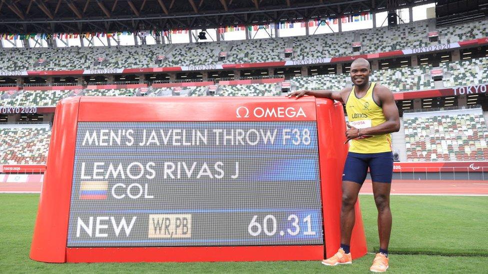 Record Mundial lanzamiento de jabalina