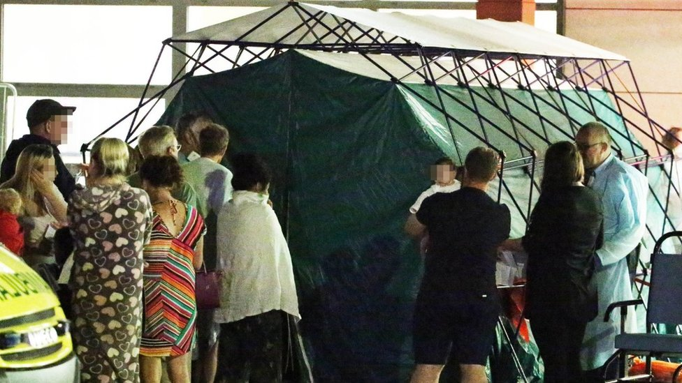 A tent dealing with people at the hospital