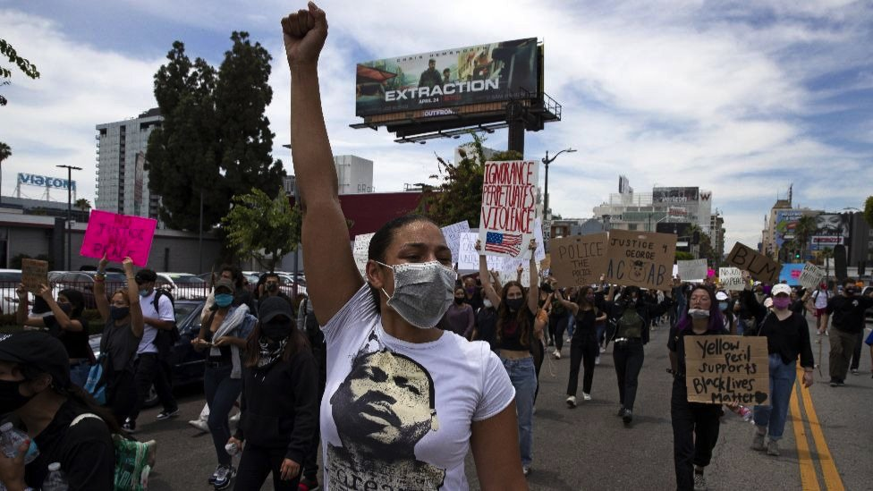 """Thousands of demonstrators march in response to George Floyd""""s death on June 2, 2020 in Los Angeles, California."""