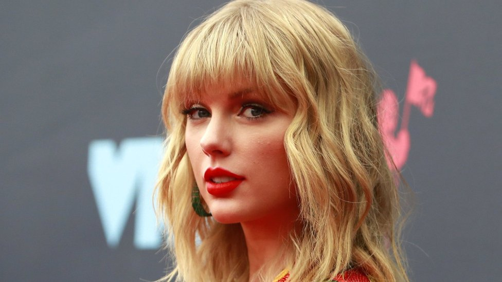 Taylor Swift attends the MTV Video Music Awards in August 2019