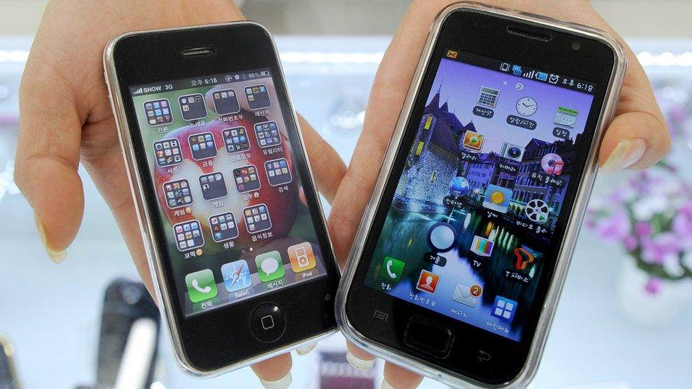 iPhone (izquierda) y Samsung Galaxy (derecha)
