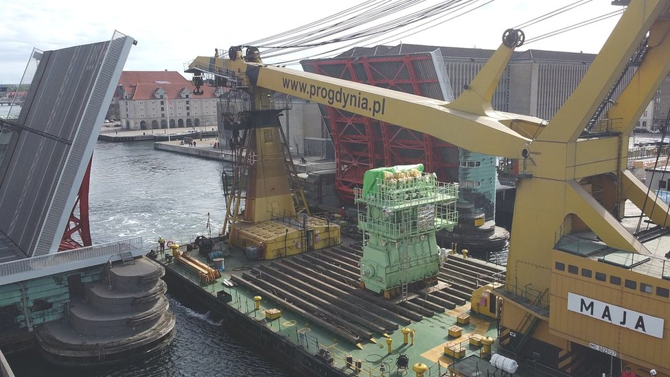 MAN engine being shipped through Copenhagen