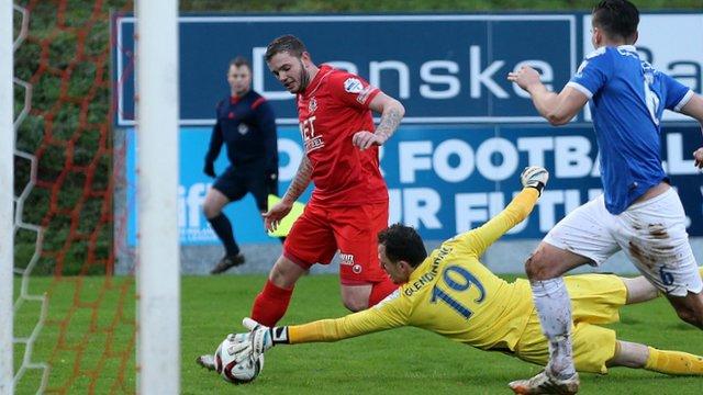 Portadown beat Linfield 2-0 at Shamrock Park