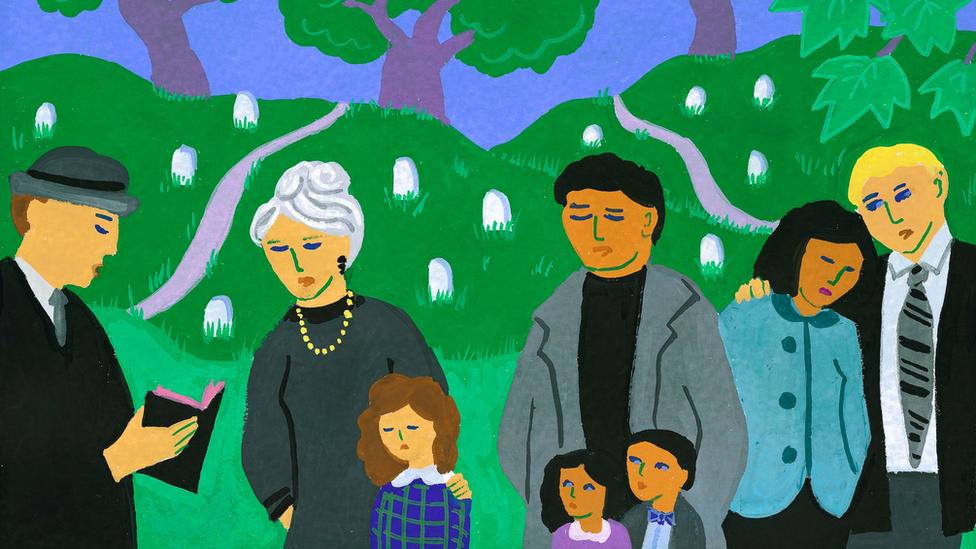 Ilustração mostra família reunida em cemitério, um jardim, diante de clérigo que lê um livro sagrado