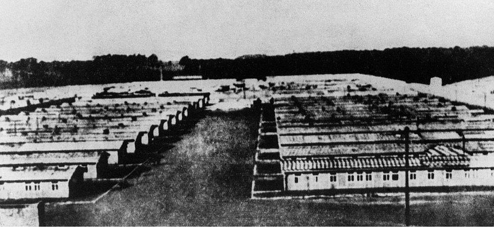 Pemandangan kamp Ravensbrck pada 1945