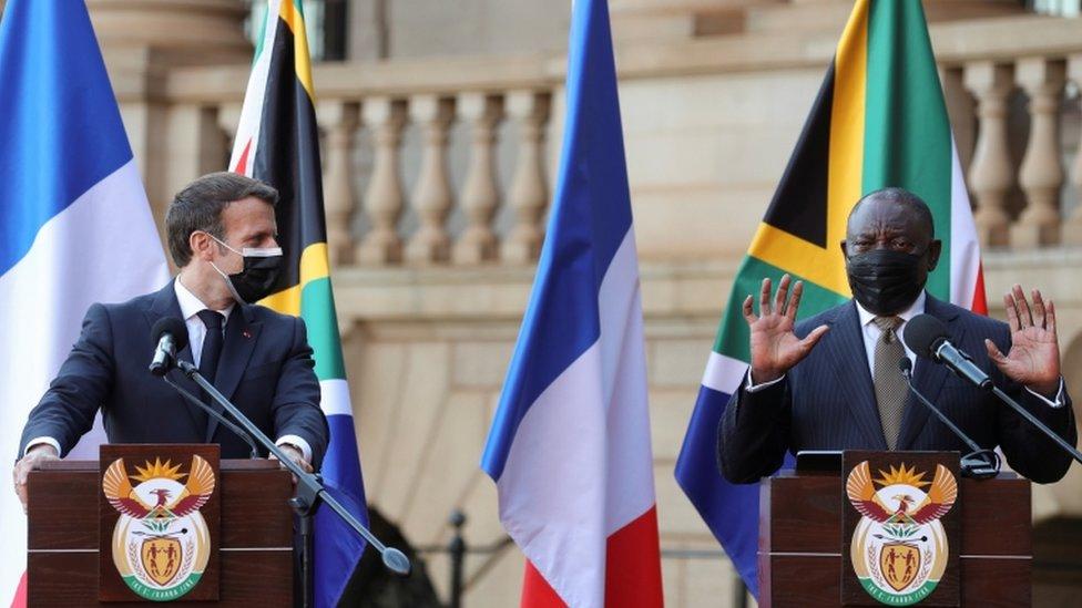 ماكرون خلال زيارته لجنوب أفريقيا