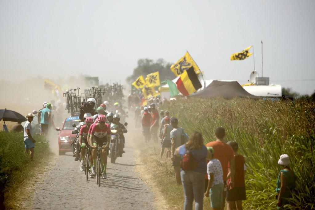 La etapa atravesó gran parte del recorrido de la clásica París?Roubaix, en la frontera con Bélgica.