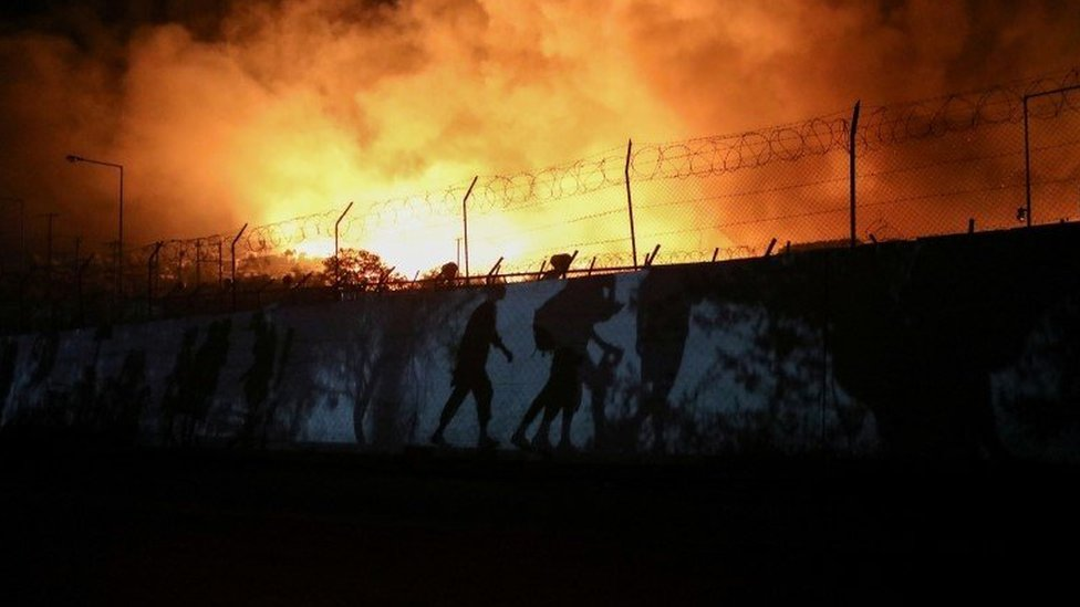 الحريق اندلع في مخيم موريا يوم الأربعاء