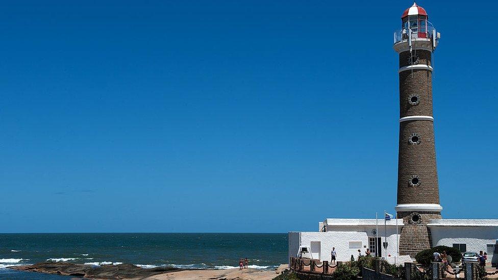 Faro en la playa de José Ingnacio