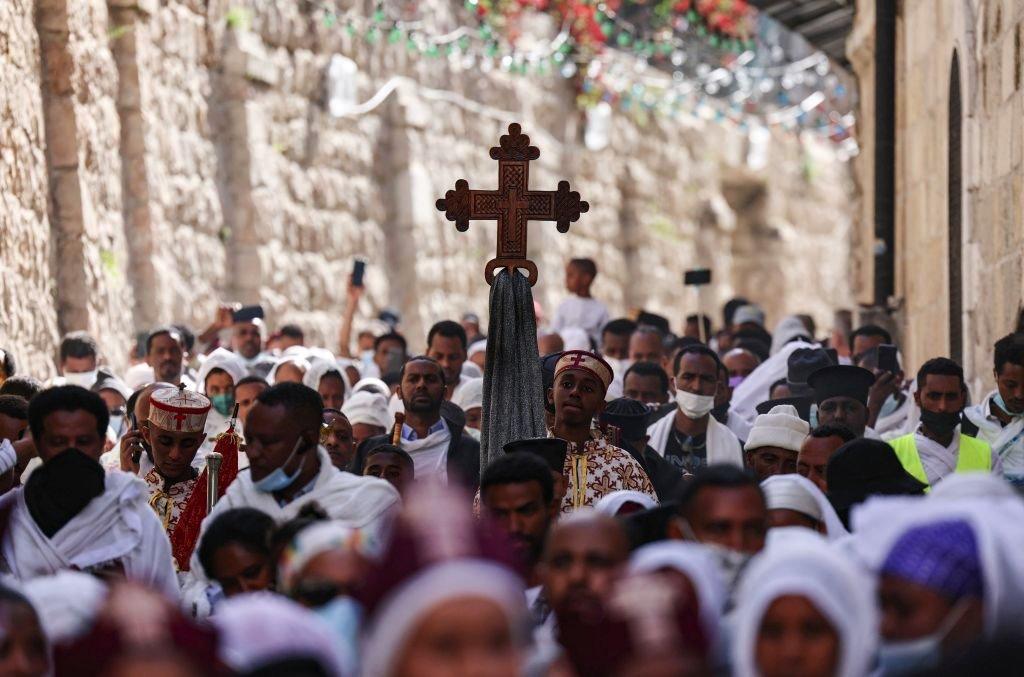 زياح درب الصليب يوم الجمعة العظيمة في القدس لأتباع كنيسة التوحيد الأرثوذكسية الإثيوبية