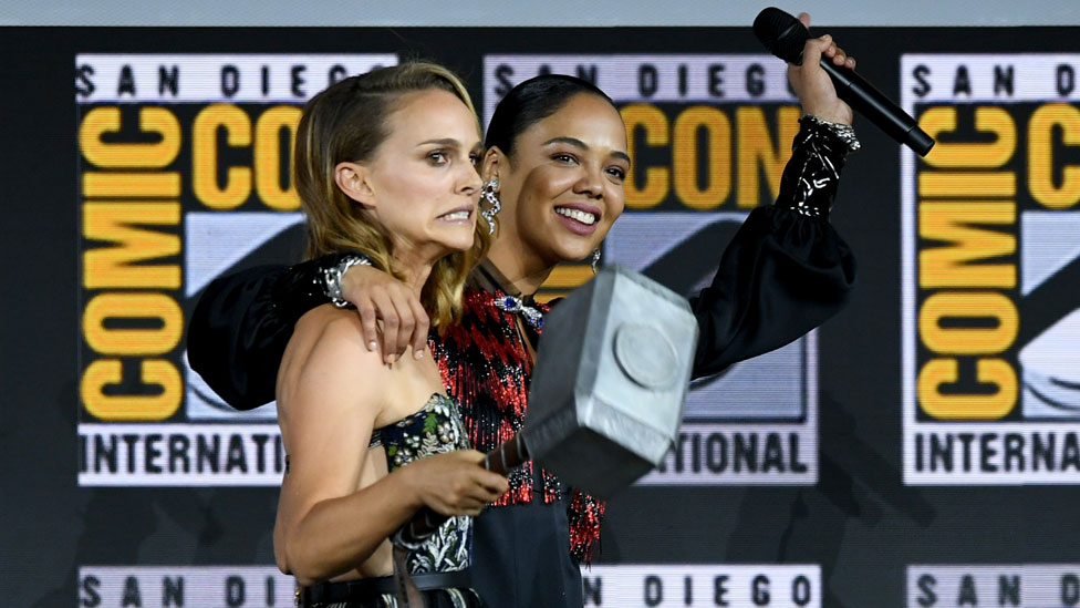 Natali Portman i Tesa Tompson