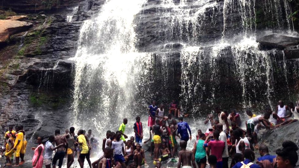 Large crowds at Kintampo waterfall