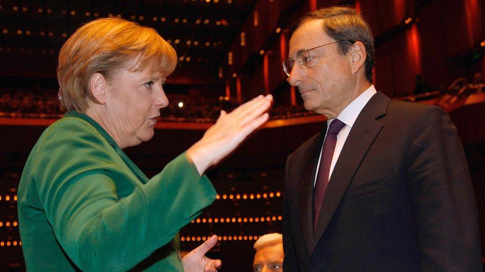 المستشارة الألمانية أنغيلا ميركل قالت إن دراغي عبر باليورو فترة مضطربة