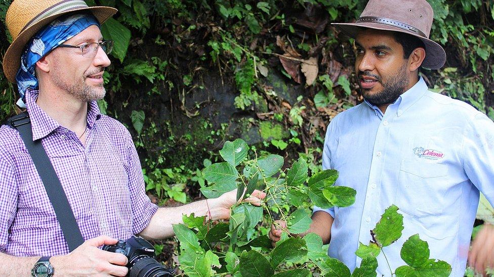 Mauricio Diazgranados con el botánico Andres Felipe Bohórquez Osorio