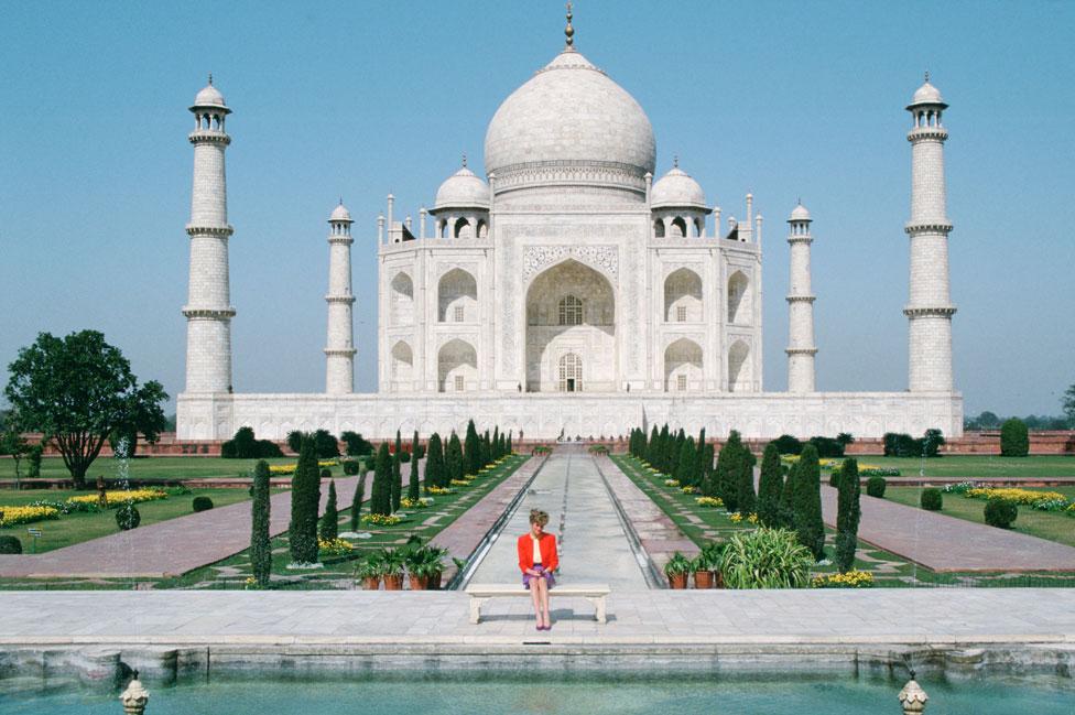 Una de las imágenes más icónicas del Taj Mahal, con la princesa Diana de Gales, en 1992.