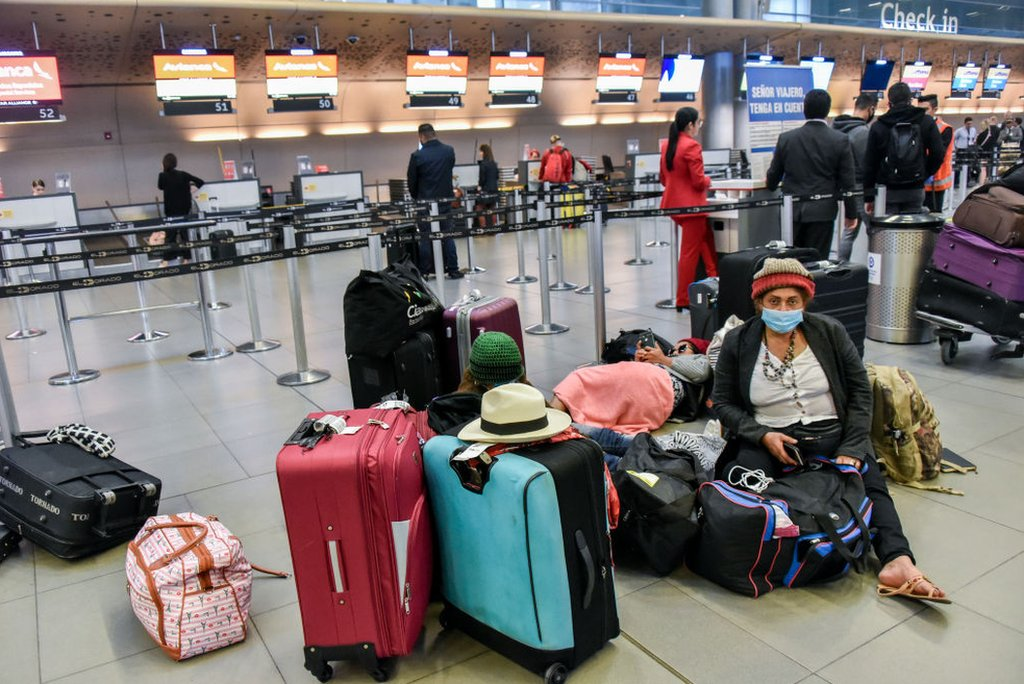 Venezolanos esperan en El Dorado, Colombia