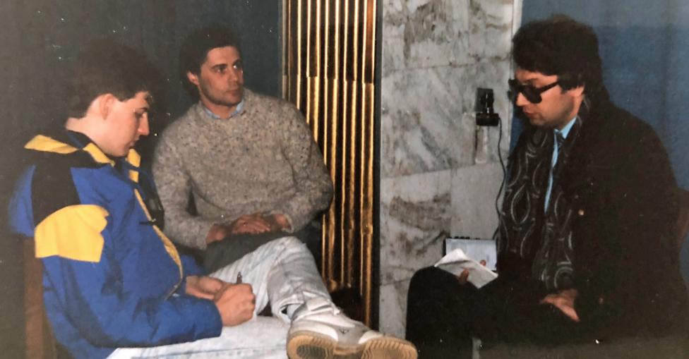 Jeff siendo entrevistado por el periodista Nikolai Sivach.