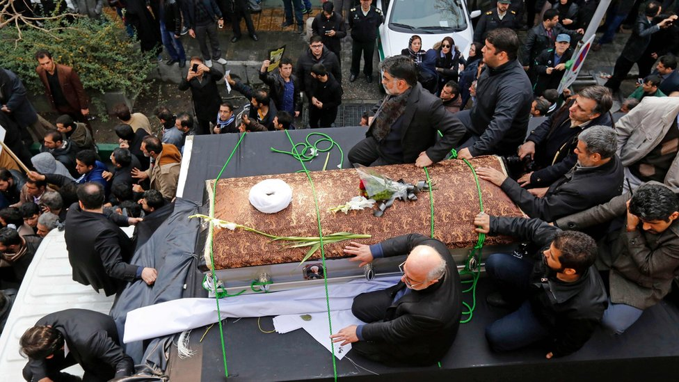 Iranians gather around a hearse carrying the coffin of Akbar Hashemi Rafsanjani in Tehran, Iran (10 January 2017)