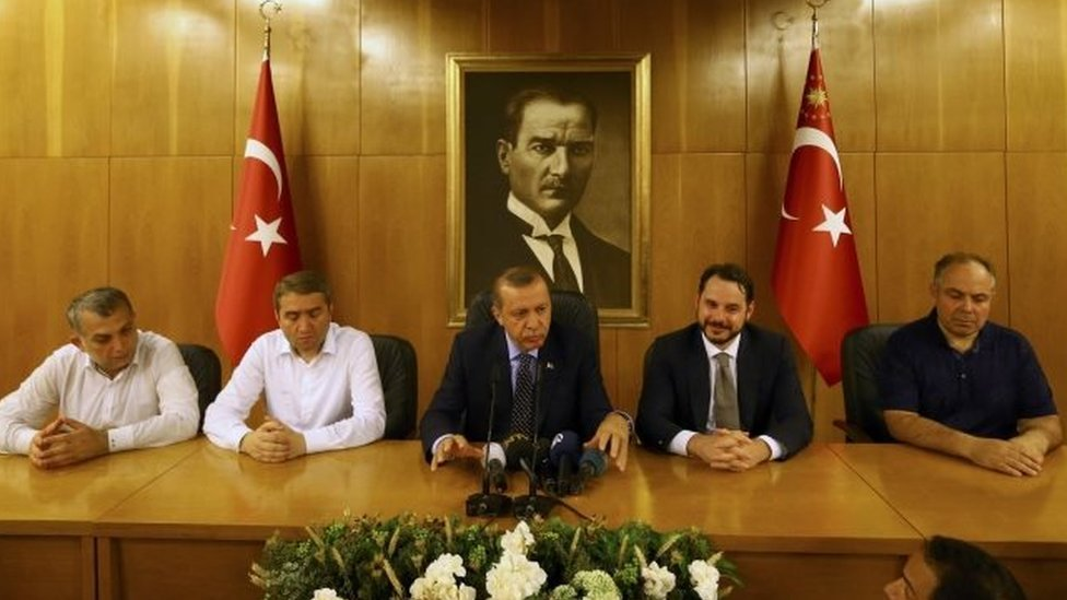 Turkish President Recep Tayyip Erdogan (centre) speaks at Istanbul airport. Photo: 16 July 2016