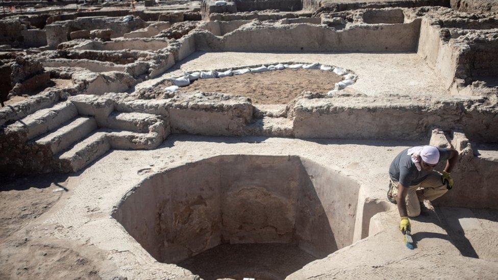 حفريات في موقع اكتشاف مصنع النبيذ في تل أبيب