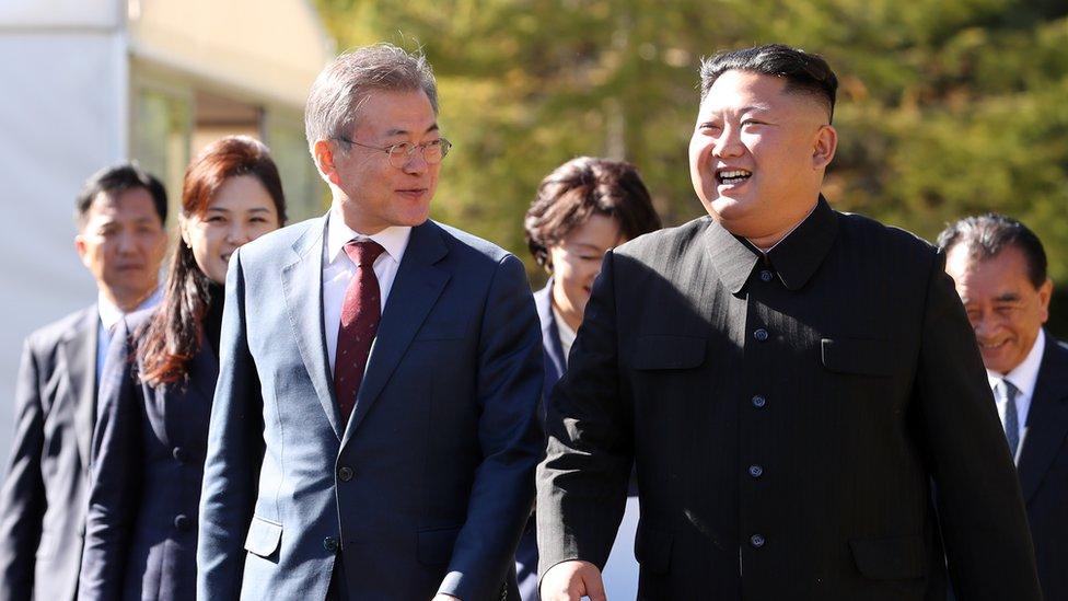 El president surcoreano Moon Jae-in y Kim Jong-un