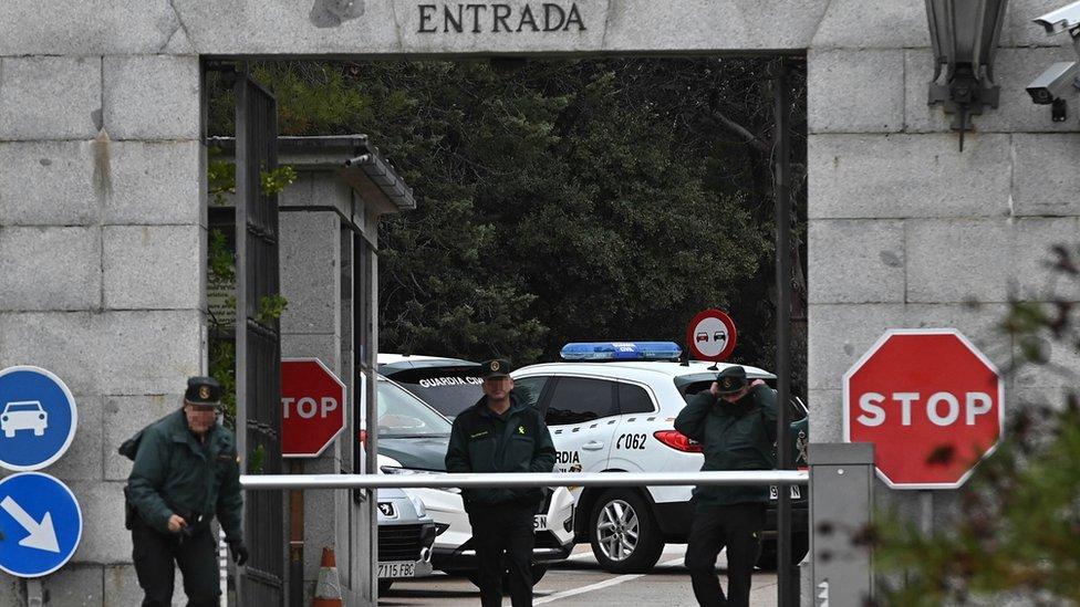 Guardia civil en la entrada al Valle de los Caídos, a unos 50 km de Madrid, España
