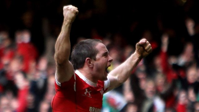 Shane Williams celebrates after scoring the winning try in the last minute against Scotland in the 2010 Six Nations