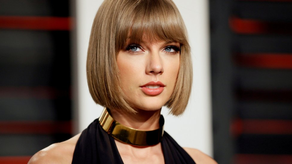 BBC News - Taylor Swift 'carries stab bandages' after stalker scares
