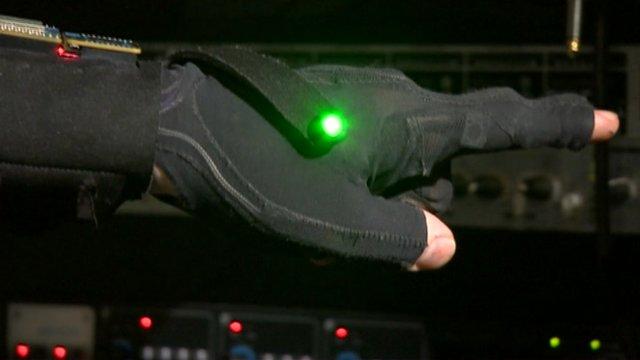 Glove making music
