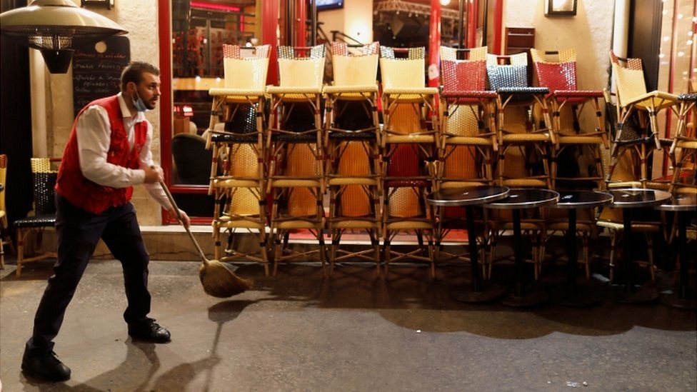 Коронавирус в мире: во Франции почти 42 тыс. заболевших за сутки, британцы могут остаться без рождественской индейки
