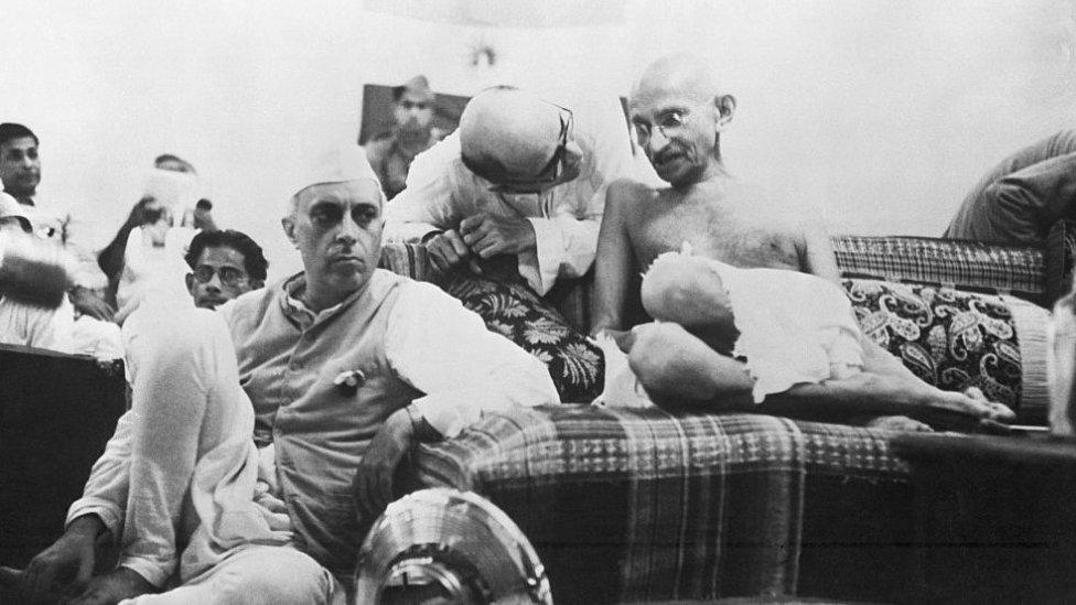 ਸਾਲ 1942 ਵਿੱਚ ਜਵਾਹਰ ਲਾਲ ਨਹਿਰੂ ਅਤੇ ਮਹਾਤਮਾ ਗਾਂਧੀ