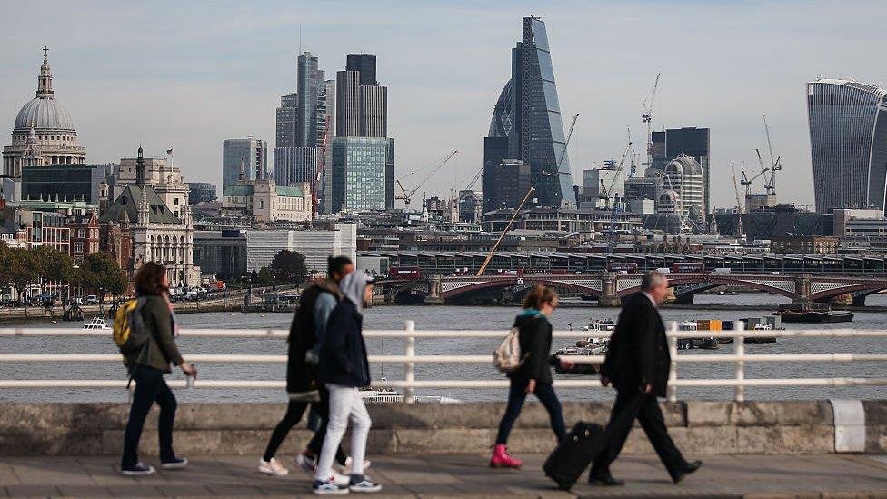 """El distrito financiero de la ciudad de Londres está siendo utilizado para esconder """"bienes rusos corruptos"""", dice el informe."""