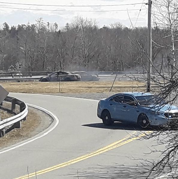 Fotografije sa društvenih mreža prikazuju spaljena vozila na putu kojim je napadač prošao