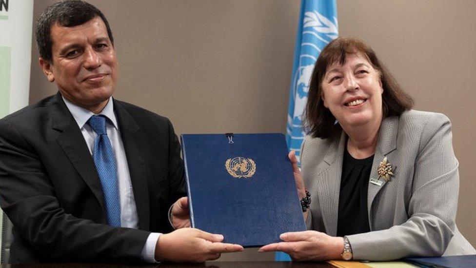 مظلوم كوباني مع الممثلة الخاصة للأمم المتحدة المعنية بالأطفال والصراعات المسلحة، فرجينيا غامبا